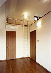 13_14階1号室階段壁立て_1039.jpg